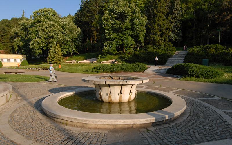 Fontana i šetalište u Niškoj Banji