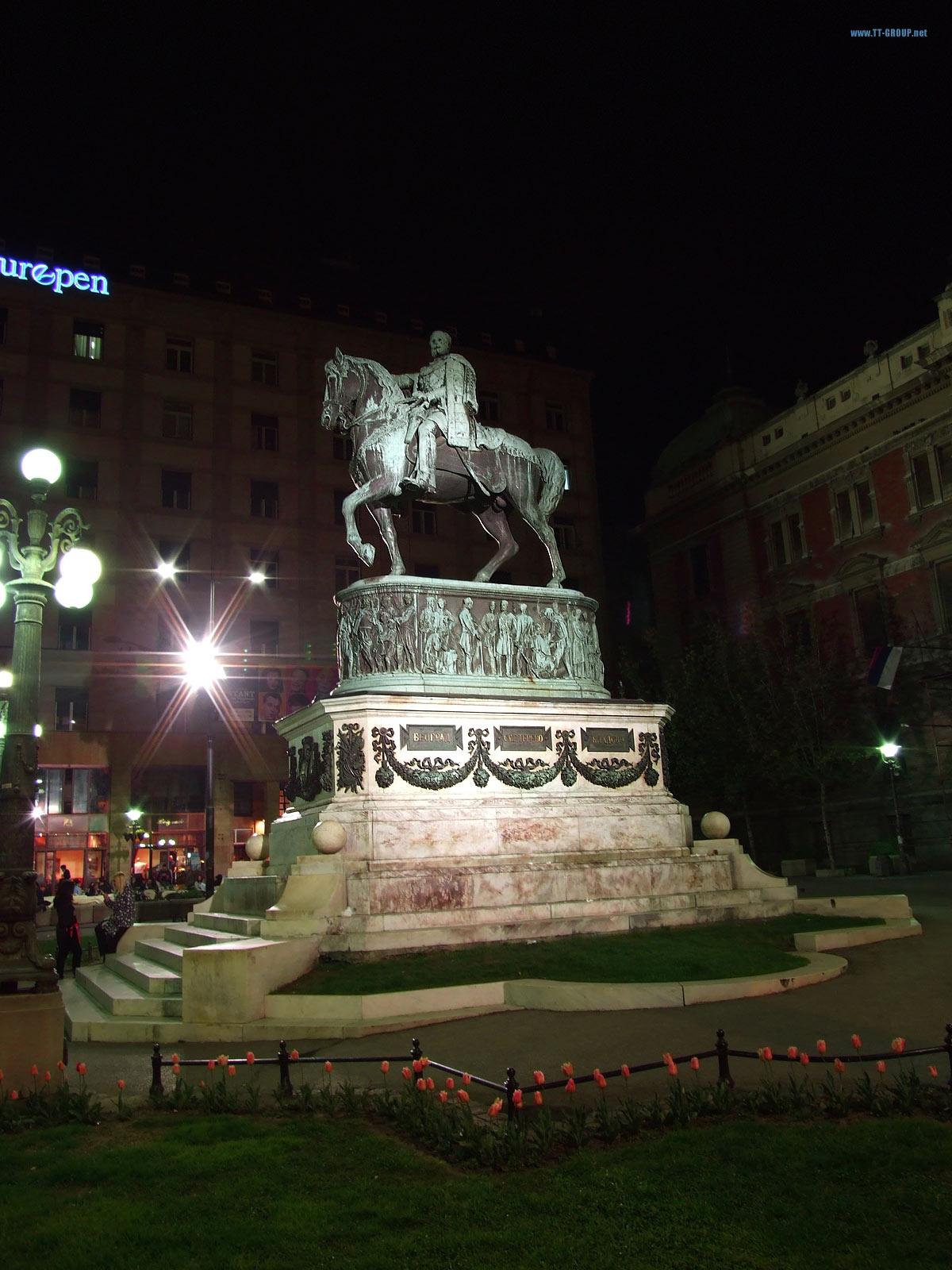 Knez Mihailo na konju, Trg Republike