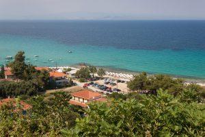 Afitos, panorama na plažu