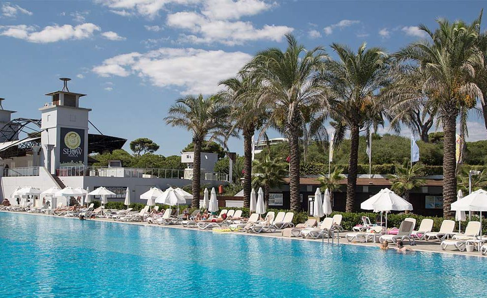 Belek, palme pored bazena