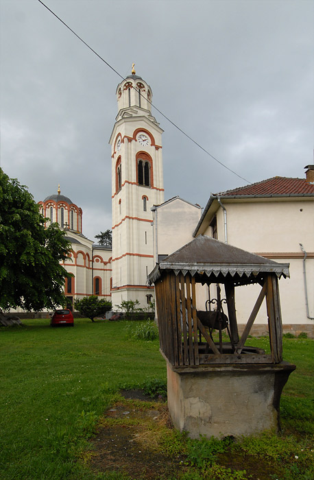 Bunar ispred crkve