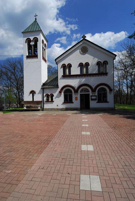 Ulaz u crkvu i zvonik
