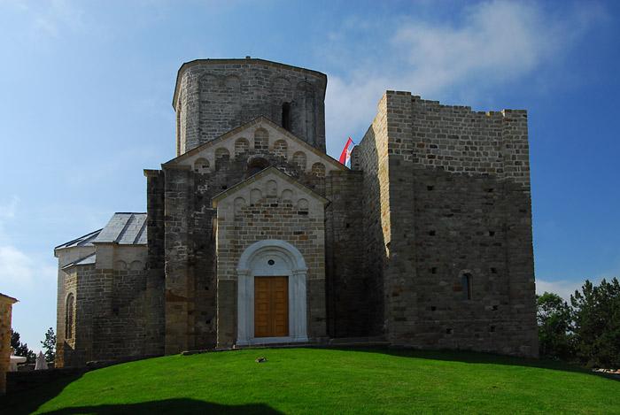 Ulaz u crkvu manastira