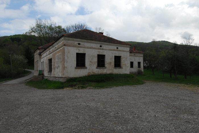 Škola u Dragoviti i danas radi.