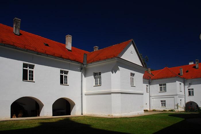 Manastirsko zdanje