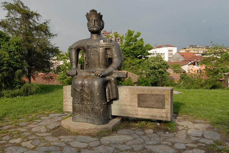 Car Lazar Hrebeljanović, spomenik u Kruševcu