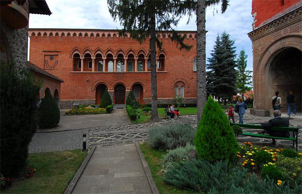 Službena zgrada u manastiru