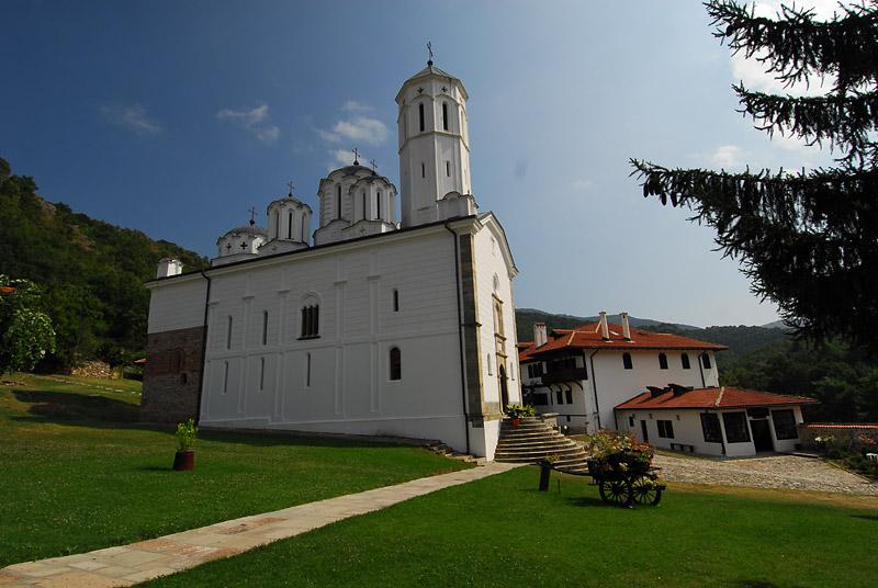 U manastiru
