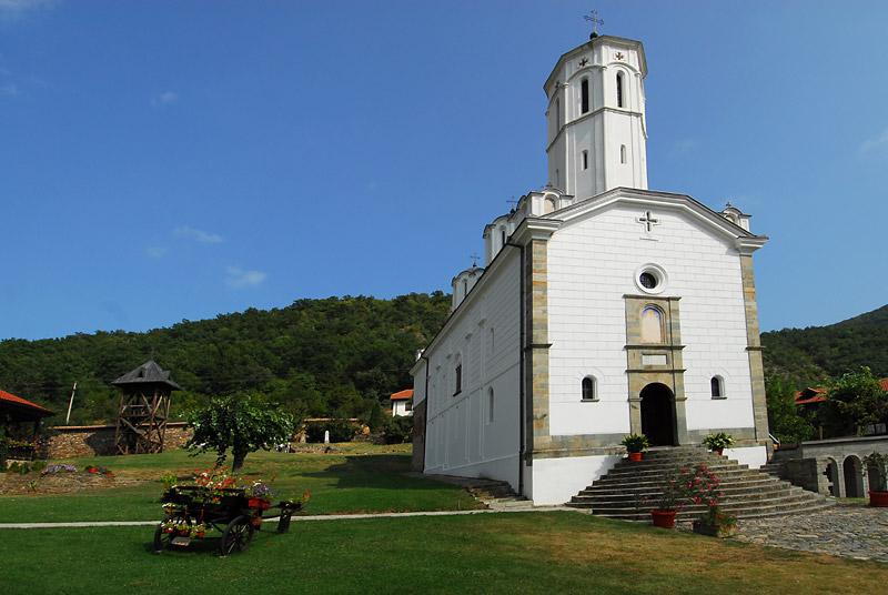 Okružnje oko manastira