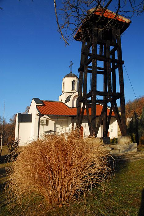 Zvonik pored crkve posvećenoj Svetom Stefanu