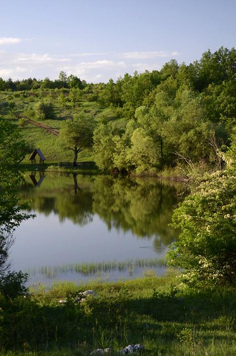 Ovo jezero se nalazi na oko 13 kilometara od Sokobanje
