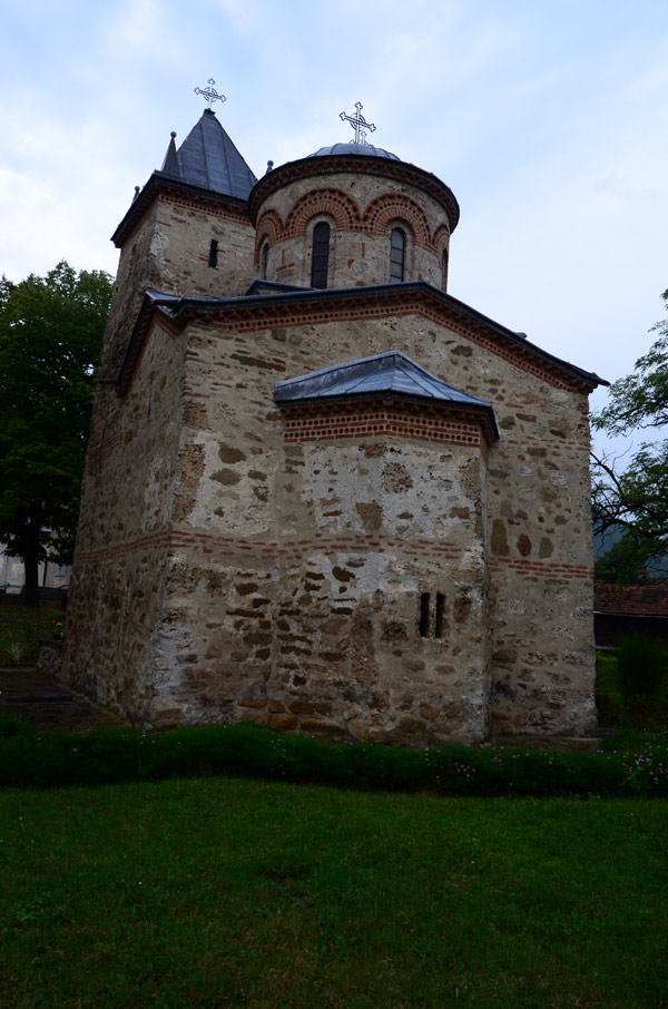 Apsida od spolja. Apsida Crkva Presvete Bogorodice u Donjoj Kamenici.