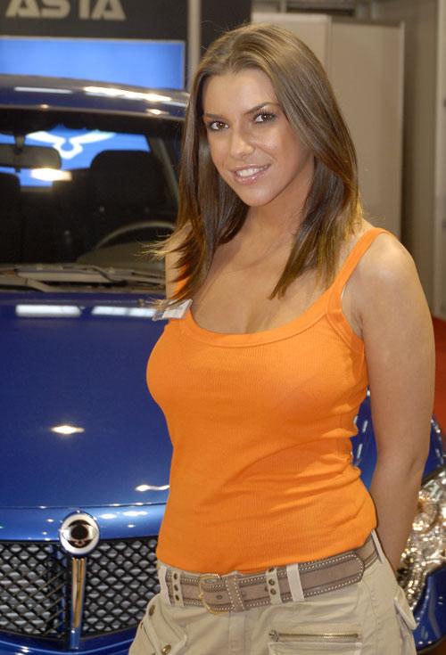 Novosadski Sajam Automobila Devojke
