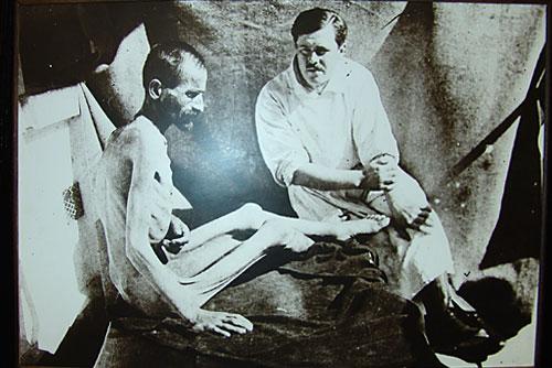 Lekar i izgladneli pacijent u I svetskom ratu