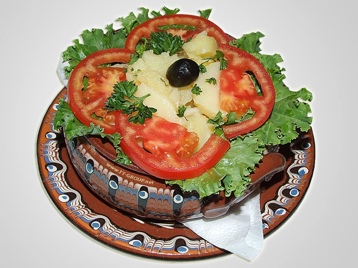 Krompir salata u etno posluženju